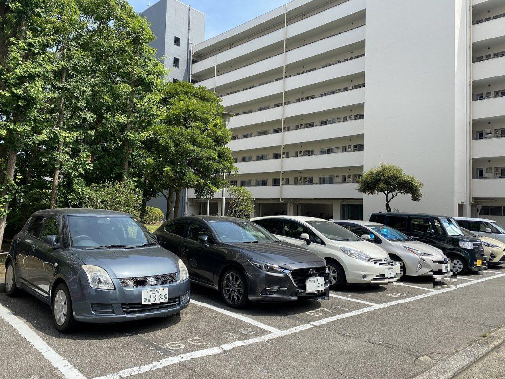 敷地内駐車場の様子です。月額15000円。空き状況は随時にお問い合わせ下さい。