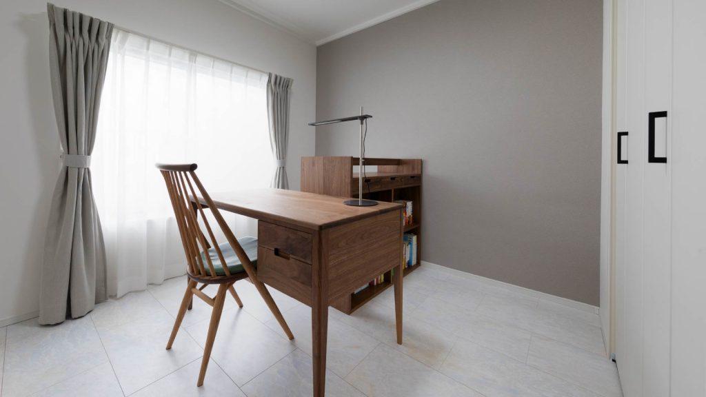 シンプルな内装とウォルナット材のインテリアが醸し出す上質なオトナ空間