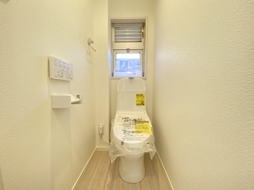 清潔感のあるトイレはウォシュレット一体型になっています。