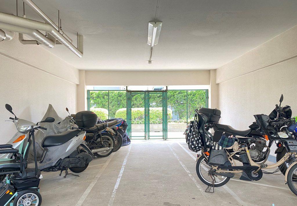 敷地内バイク置き場の様子です。月額3000円。空き状況は随時にお問い合わせ下さい。