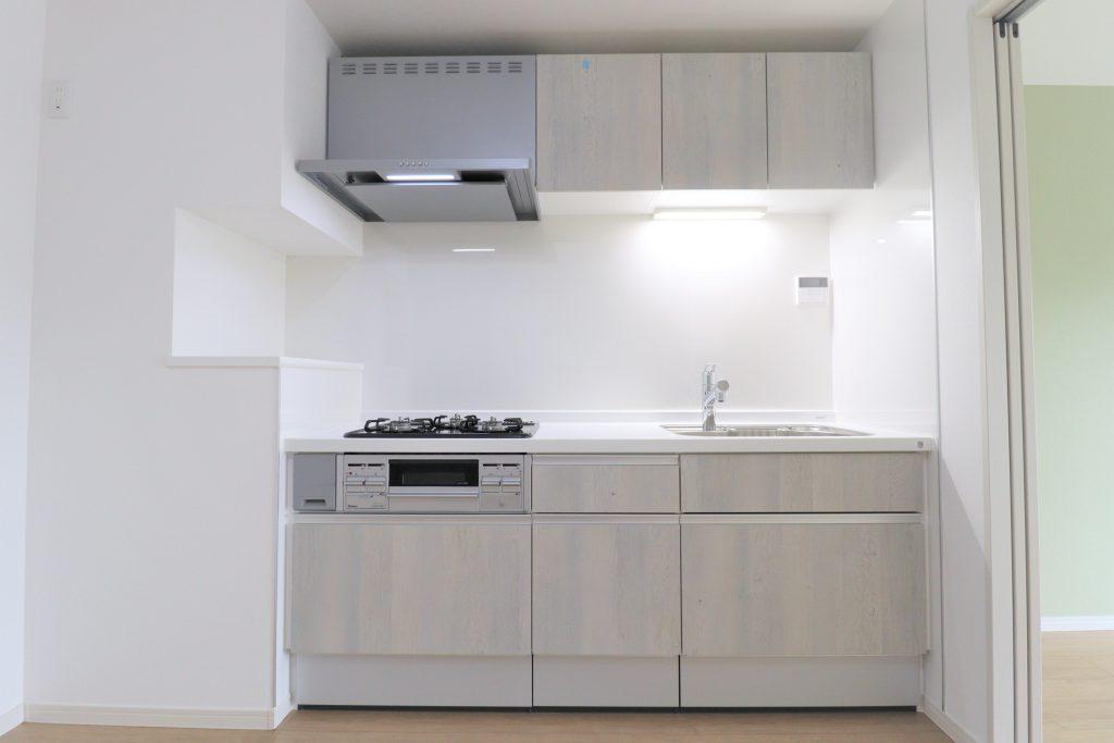 キッチンは、作業がしやすいオール引き出しタイプを採用。引き出しは、静かに閉まるソフトモーション機能付きです。
