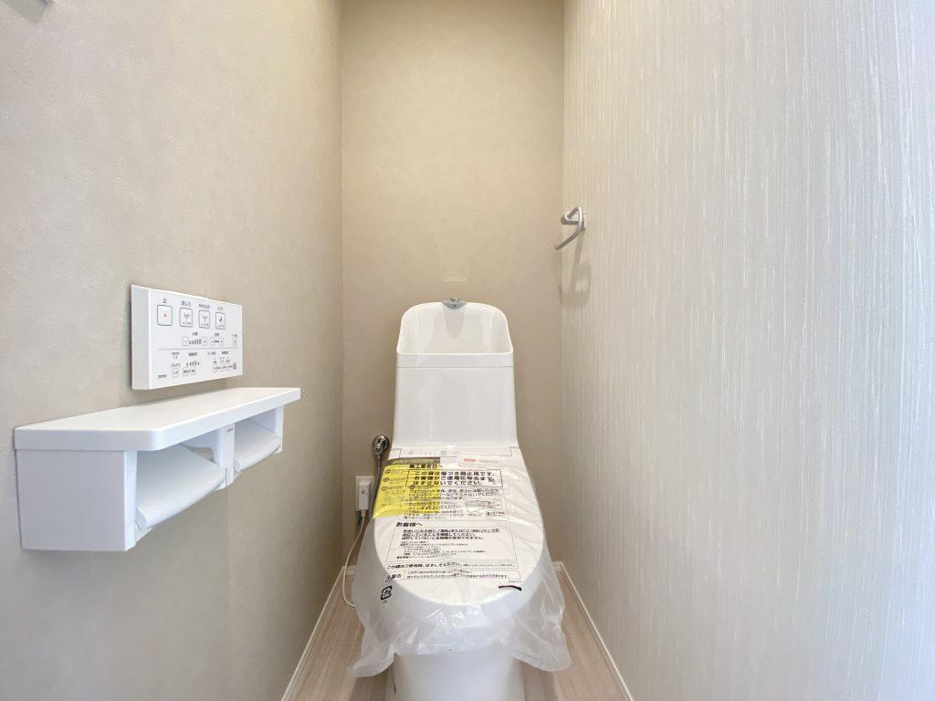 潔感のあるトイレは、ウォシュレット一体型になっています。