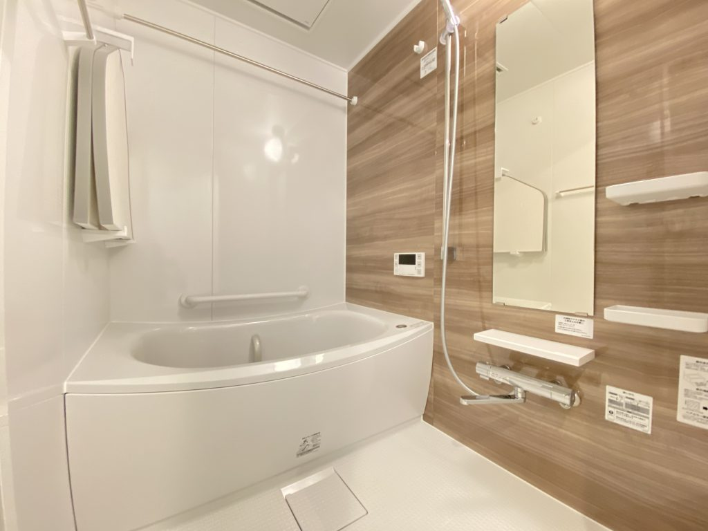 清潔感のある浴室は、オートバス、浴室換気乾燥機能付きで快適です。