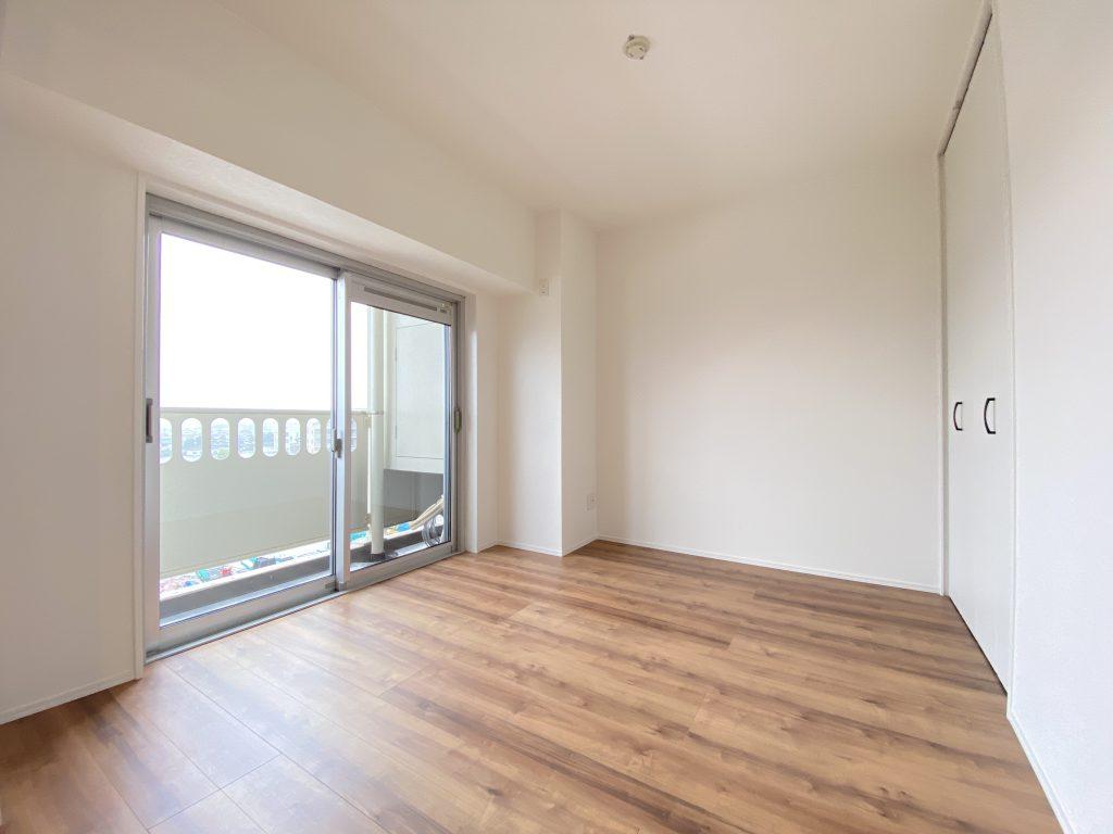 洋室は3部屋あります。各お部屋に収納完備しています。