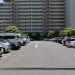 敷地内の平面駐車場の様子です。月額9000円。空き状況は随時にお問い合わせ下さい。来客用の駐車スペースもあるので安心です。
