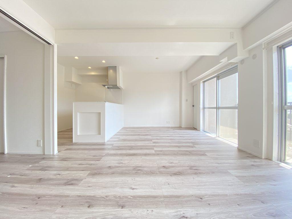 床材には、豊かな表情を持つオーク材を使用。ナチュラルなホワイトのカラーで仕上げた床材は、お部屋全体を少しクラシカルな印象に。優しくて、ほっとできる癒しの空間を創ります。