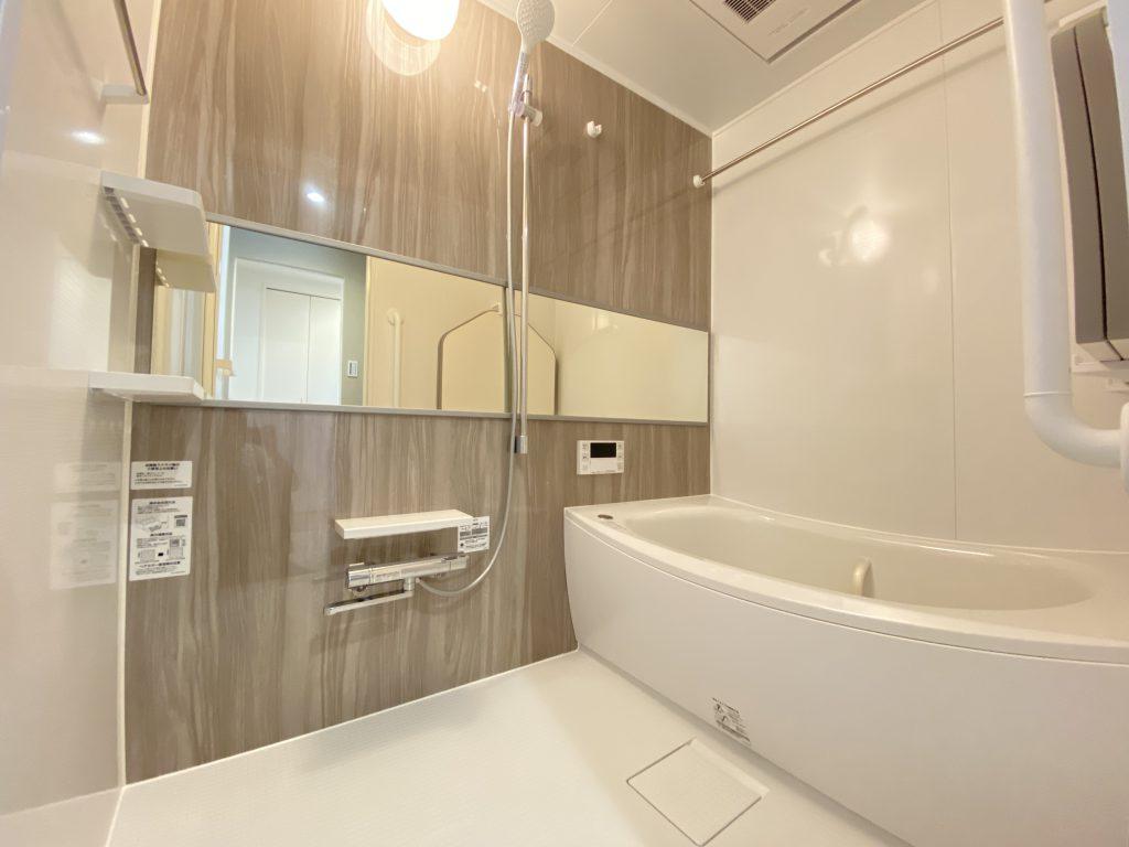 寛げる浴室は、追炊き機能、浴室換気乾燥機能付きで便利です。