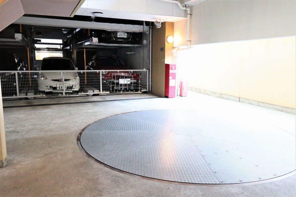駐車場は、1台専用使用権付。月額無償。車両サイズ制限有。